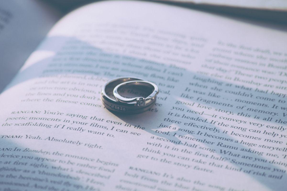 おしゃれな婚約指輪