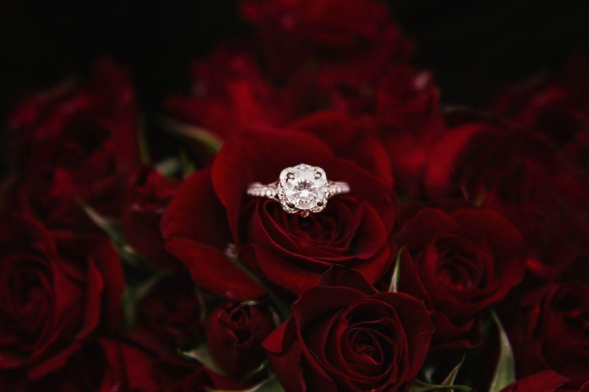 大きなダイヤの婚約指輪