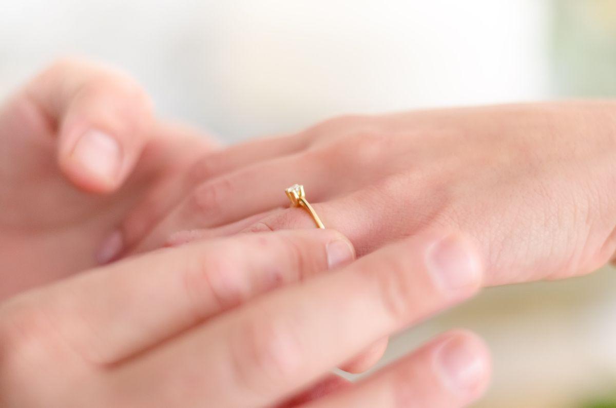 結婚指輪の交換シーン