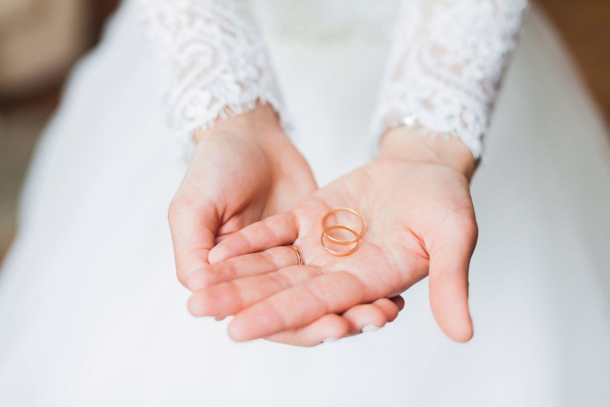 シンプルなペアの結婚指輪